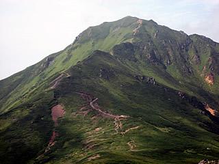 三峰山から望む富良野岳